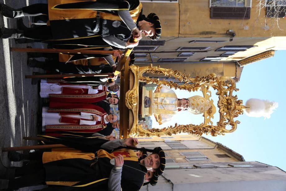 Ferveur et tradition : la saint Marcel a été dignement célébrée hier matin dans les rues de Barjols après la messe célébrée en l'église.