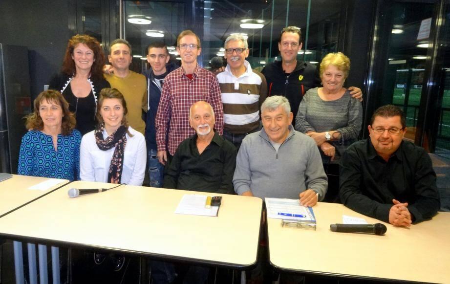 Le bureau de l'AJS Athlétisme entoure sa nouvelle présidente Aurélie Luizy (en blanc) aux côtés de Chrystel Walspuger, Pierre Agin, Joël Bastien et Jean-Eric Lodevic (au premier plan).