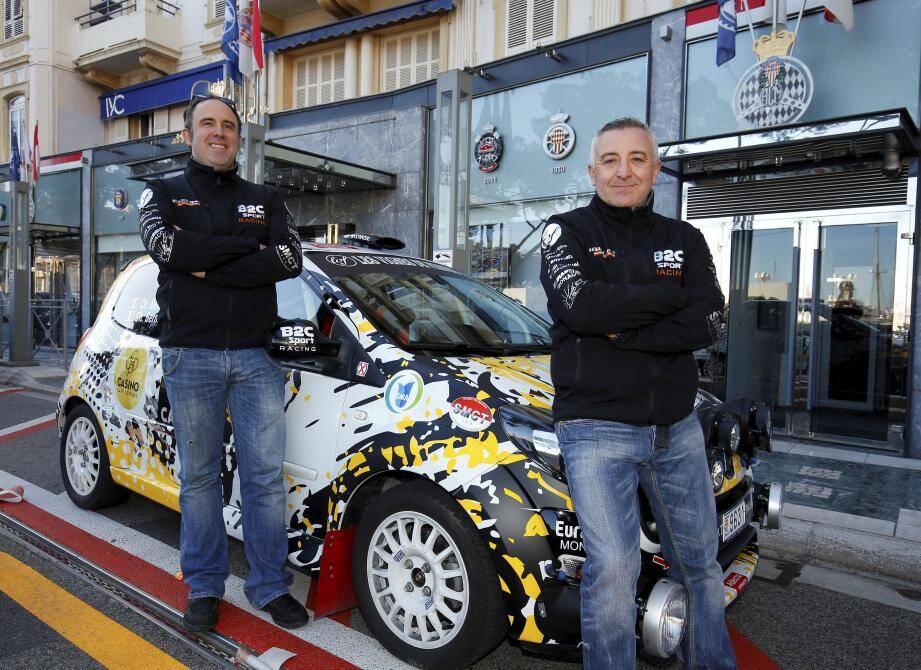 Ces deux Français de Monaco ont récupéré hier leur matériel de course à l'ACM, avec les 110 autres concurrents du Rallye Monte-Carlo.
