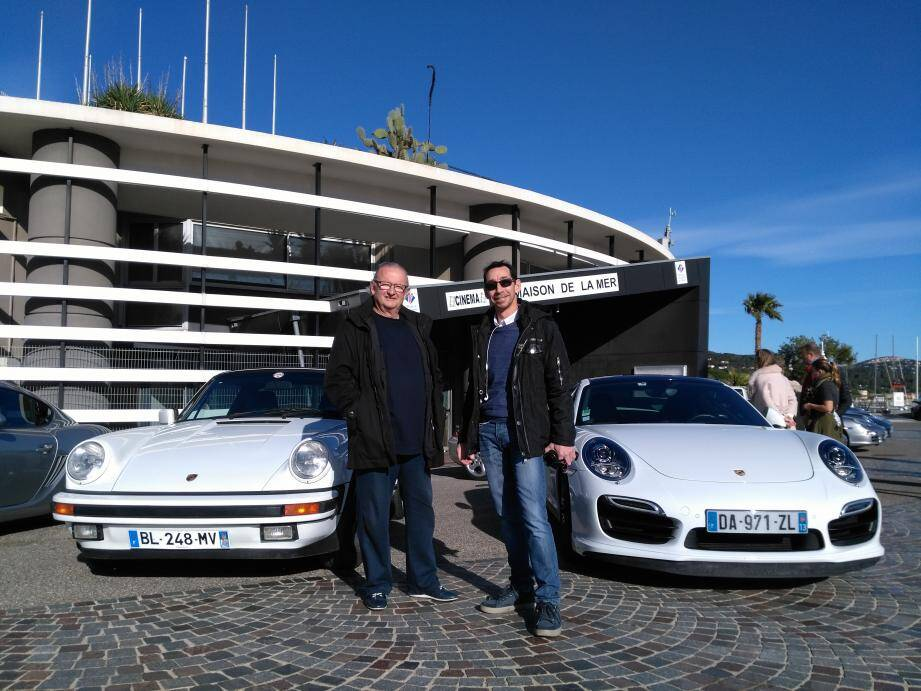 Gérard Joucher, président de l'association des commerçants et Alain Bressan, président du club GT Prestiges 83.