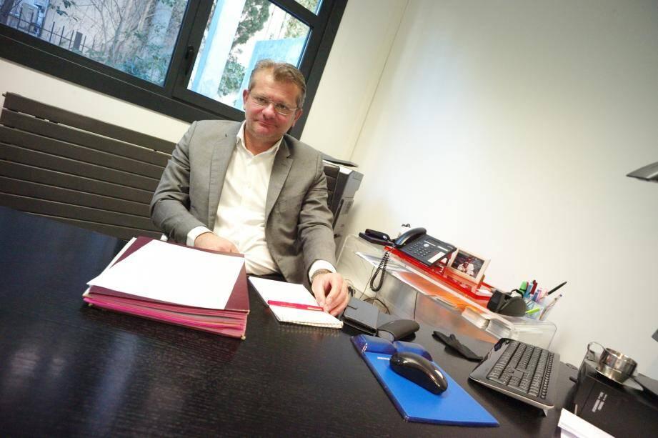 Le bâtonnier Philippe Schreck bat le rappel des maires de la circonscription.