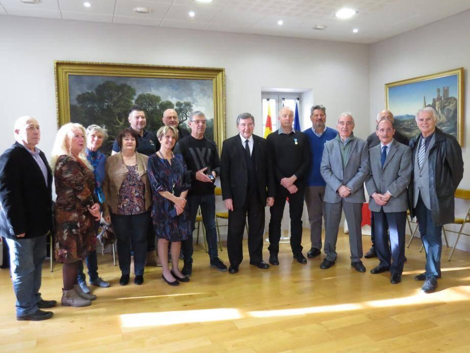 Une cérémonie s'est déroulée en mairie pour remettre une médaille à trois Ollioulais très investis depuis des années pour leur club.
