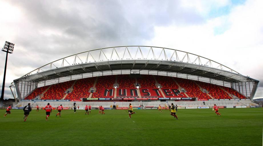 Le fameux stade de Thomond Park (26 200 places), véritable cathédrale du peuple de Limerick...