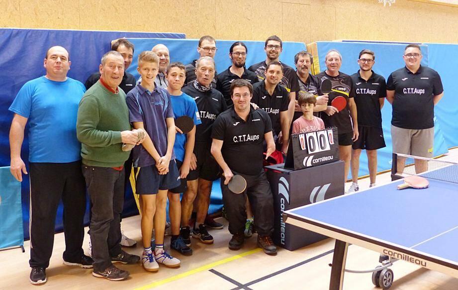Les trois équipes, Aups, Le Luc et Saint-Maximin réunies dans un bon esprit sportif.