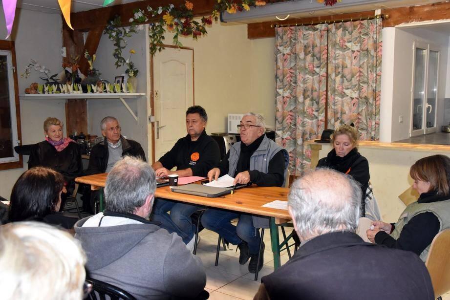 Le bureau de l'association a accueilli ses membres et trois élus représentant la municipalité.