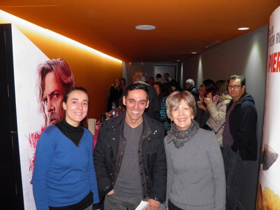 Alexandre Moix entouré de Noémie Dumas, directrice du Six n'étoiles, et de Mireille Vercellino, présidente de Lumières du Sud.