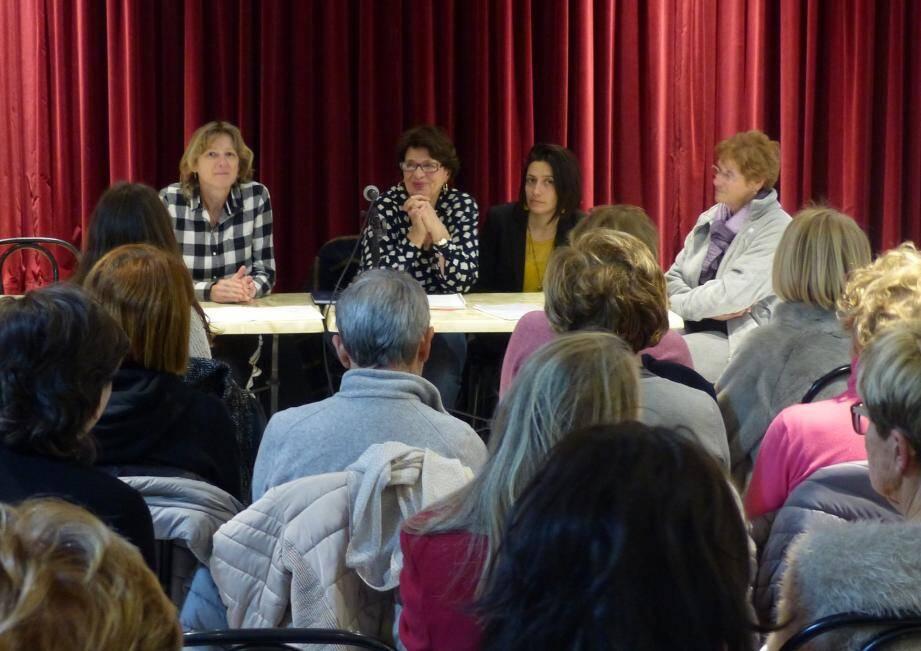 La présidente Christiane Fournier (2e à gauche) peut avoir le sourire, vu l'attrait rencontré par les cours de la gymnastique volontaire.