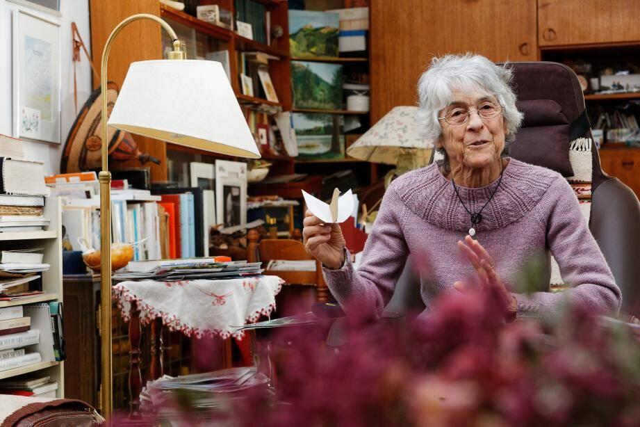 Âgée de 83 ans, infatigable, Marie-Rose Brody mène encore des balades botaniques dans la forêt de Janas.