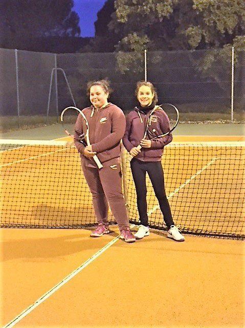 Après leur victoire en demi-finale, Justine Géraud (à gauche) et Emma Arnal (à droite) sont prêtes à affronter les Raphaëloises en finale.
