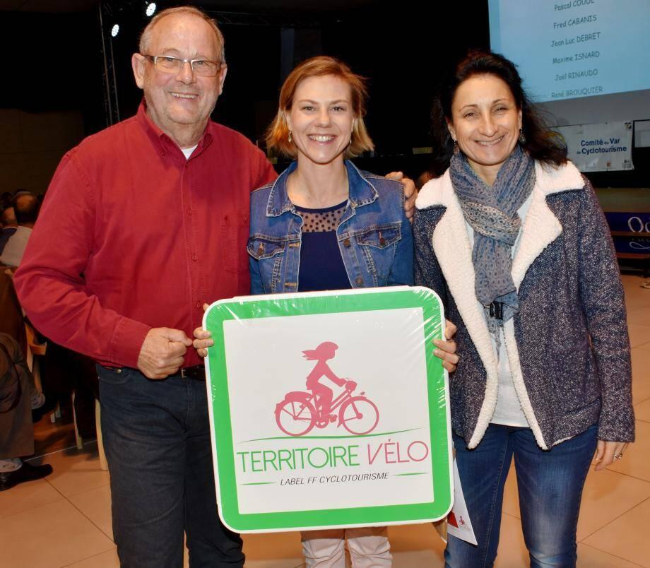 L'union sacrée entre l'Union cycliste, représentée par son président Hubert Larose, et l'office de tourisme, avec Candy Letellier et la directrice Véronique Nérand (à droite).