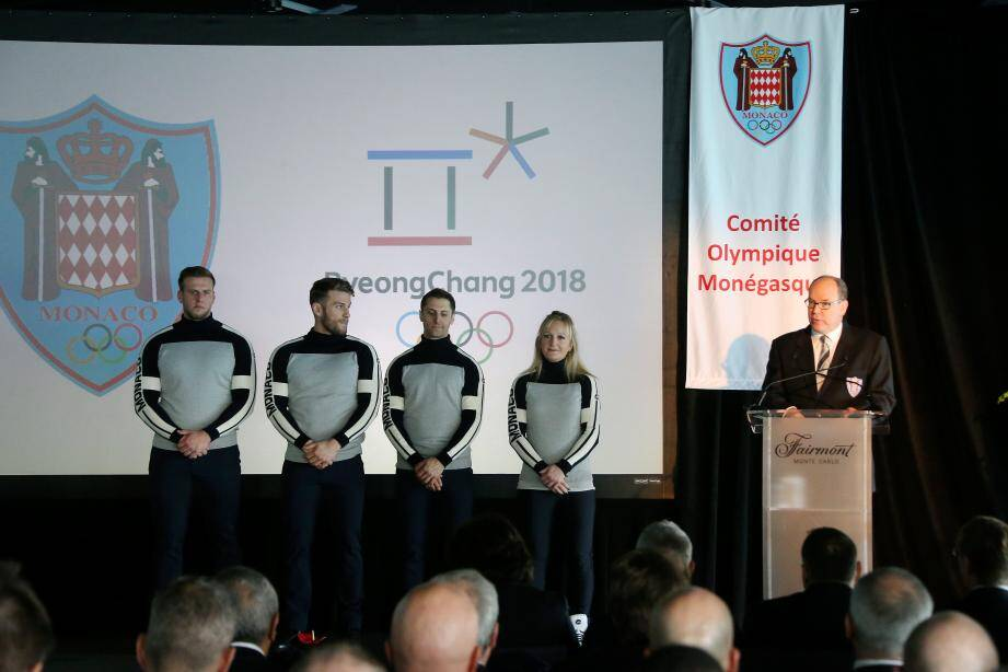 Le souverain a salué hier les athlètes monégasques qui porteront les couleurs du pays en Corée du Sud : de gauche à droite : Boris Vain, Rudy Rinaldi, Olivier Jenot et Alexandra Coletti.