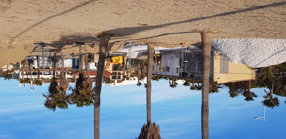 La Ville de Cogolin finance à hauteur de 300 000 e la refonte d'une parcelle de plage, concédée à une exploitante peu soucieuse d'assurer son activité commerciale contre les risques.