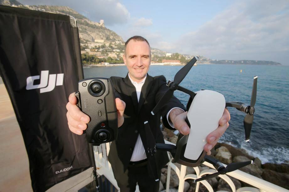 Révolutionnaire par sa taille et son condensé de technologies, le drone Mavic Air sera mis  en vente pour les particuliers dès le 28 janvier prochain.