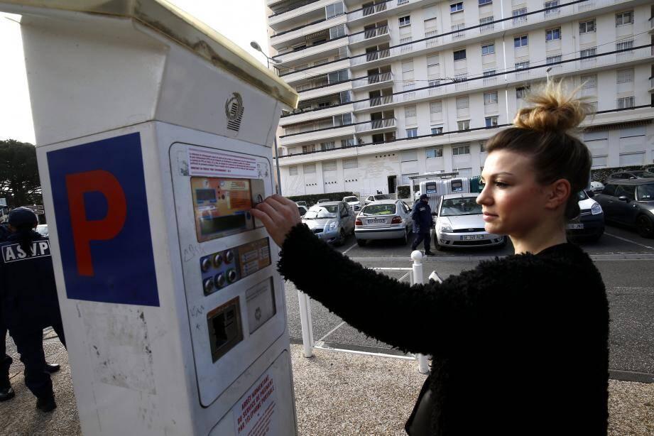 À La Rode comme dans toutes les zones de stationnement payant, une mention informe les usagers des nouvelles tarifications depuis le 1er janvier.