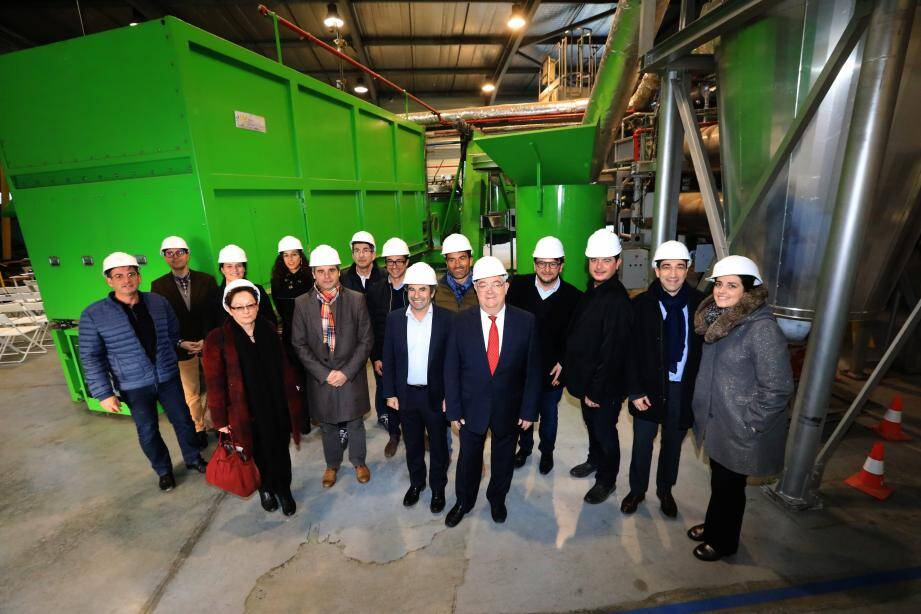 Adhérents de Hyères Entreprendre, élus, forces économiques locales ont visité la start-up Mini Green Power avant d'écouter les vœux du président Alexandre Astoul (veste marron) et les perspectives d'évolution de l'association.