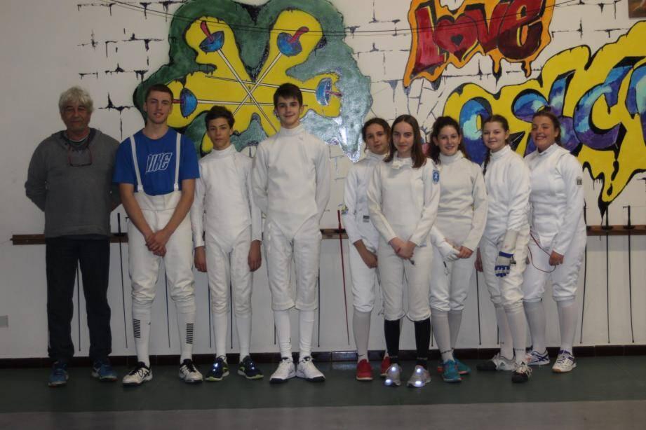 Tom, Léonie, Olivia, Quentin, Clara, Jade, Margaux et le coach.
