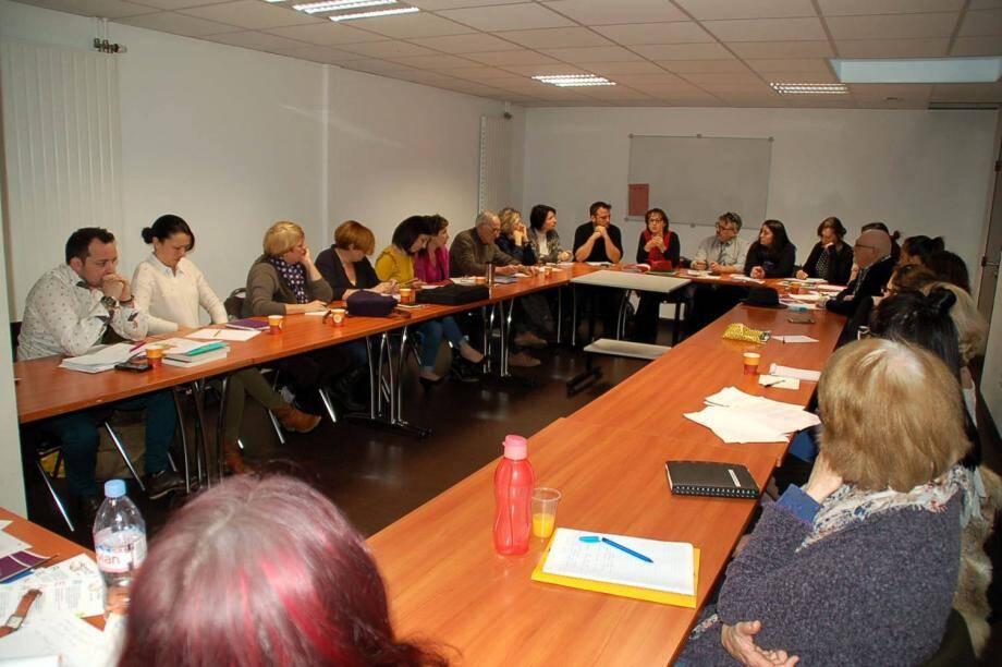 Cette importante réunion d'information, au cours de laquelle de nouveaux membres ont été accueillis, a été suivie avec beaucoup d'attention.