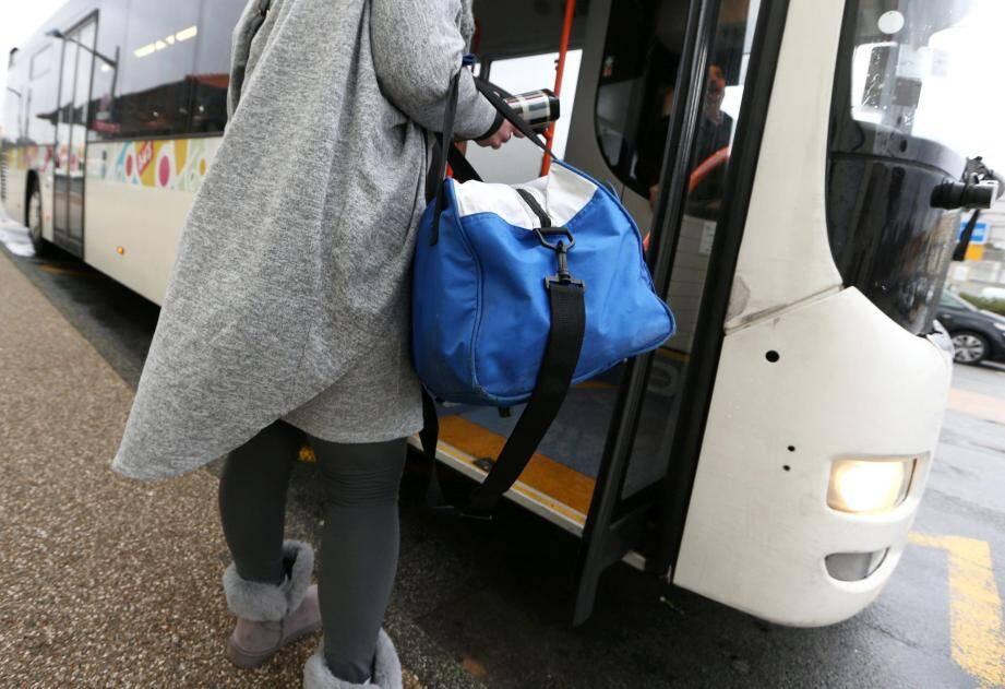 Seul le dernier TER de nuit est supprimé en gare des Arcs mais remplacé par deux bus.