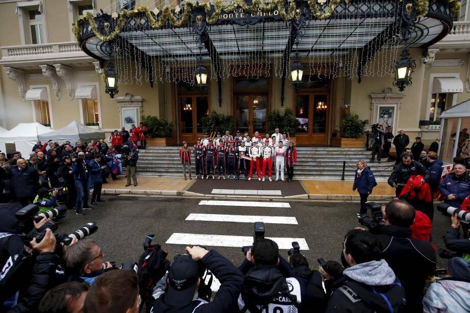 Les flashes ont crépité, hier, pour la traditionnelle photo devant le Casino de Monte-Carlo.