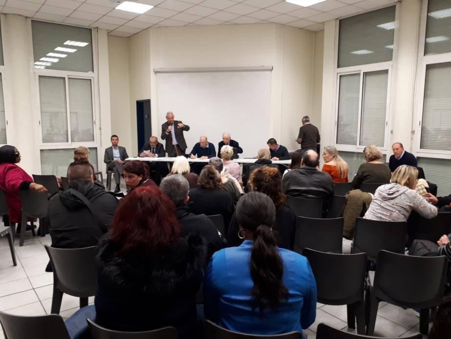 Résidents du parc HLM toulonnais, élus et représentants des offices HLM ont longuement échangé, jeudi soir.