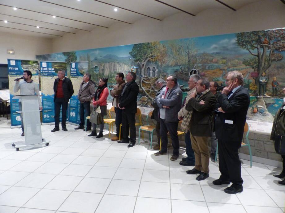 Le président Louis Fonticelli (1er en partant de la droite) a fait le bilan de la saison passée et détaillé ses craintes pour l'année à venir.