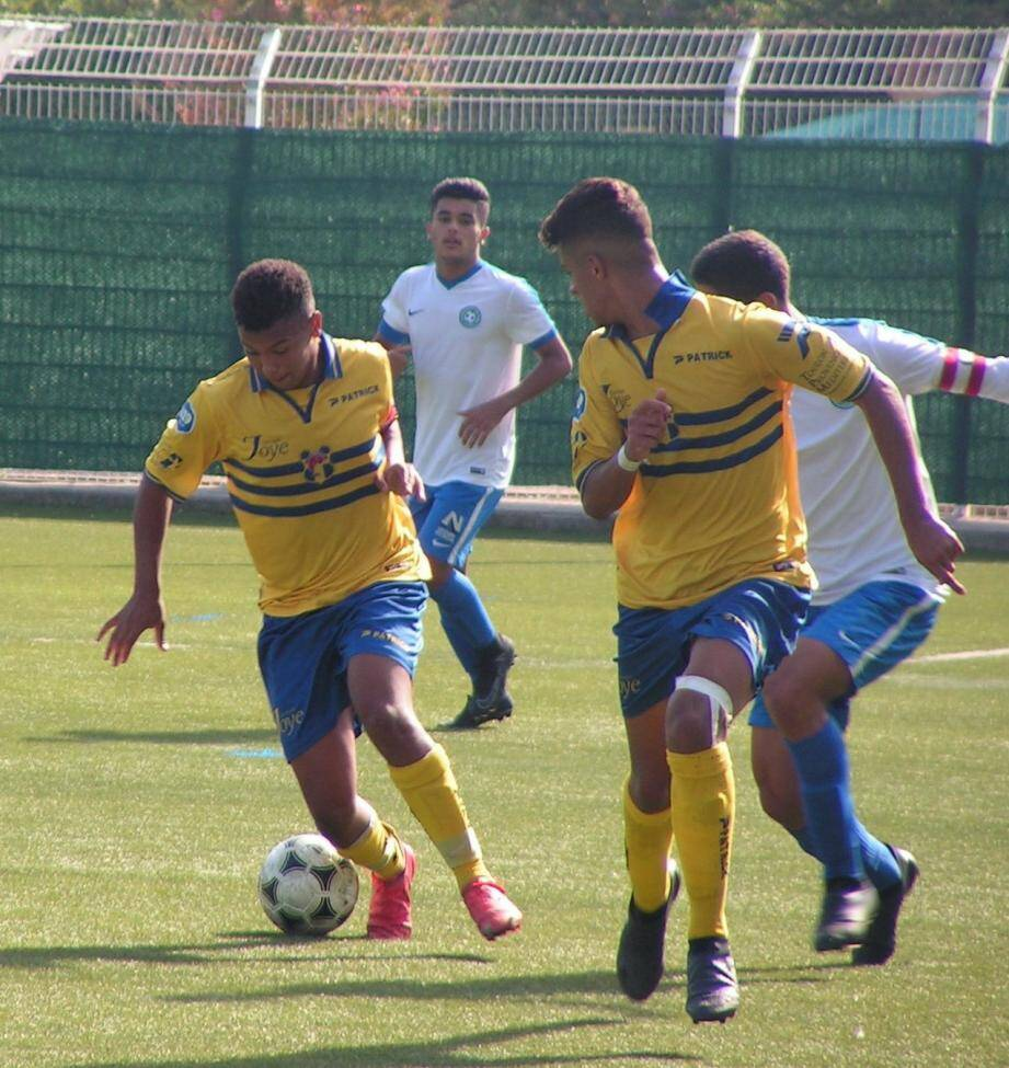 El Mahmoud est de retour comme titulaire au milieu.