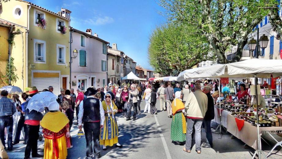 Le marché d'antan est la manifestation à succès du printemps.