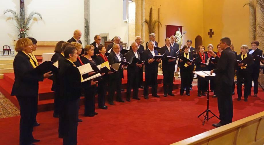 Depuis la création de ce groupe, les choristes suivent, chaque année, des stages et des formations afin d'élever leur niveau. Désormais, Denis Lamoulère assure lui-même une partie de ces formations.