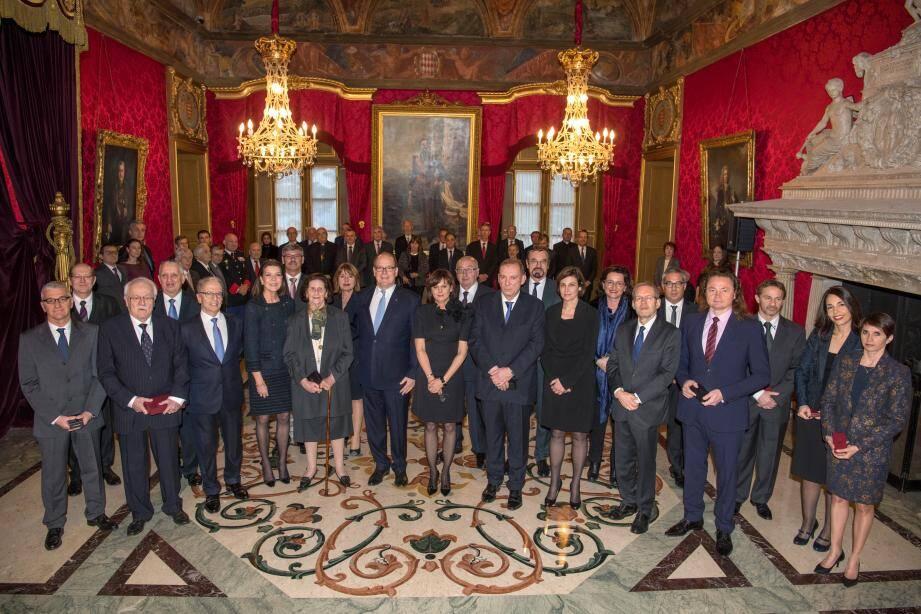 La remise de médailles s'est déroulée, vendredi dernier, au palais Princier en présence du souverain et la princesse Caroline.
