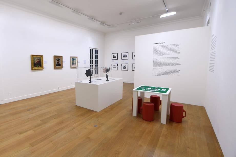 Detournement de toiles et de photographies, le projet de Patrick Corillon amuse.