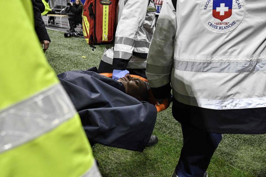 L'ancien joueur monégasque a été évacué sur une civière.