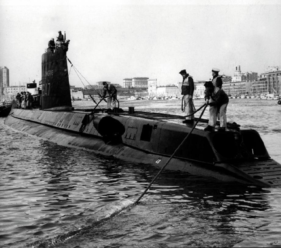 La Minerve était l'un des onze sous-marins français de 800 t de type Daphné. Ici, lors d'un appareillage.