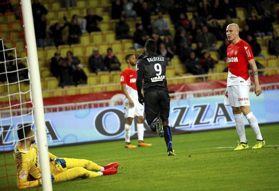 Mario Balotelli ne réussit décidément pas à Danijel Subasic, le portier monégasque.