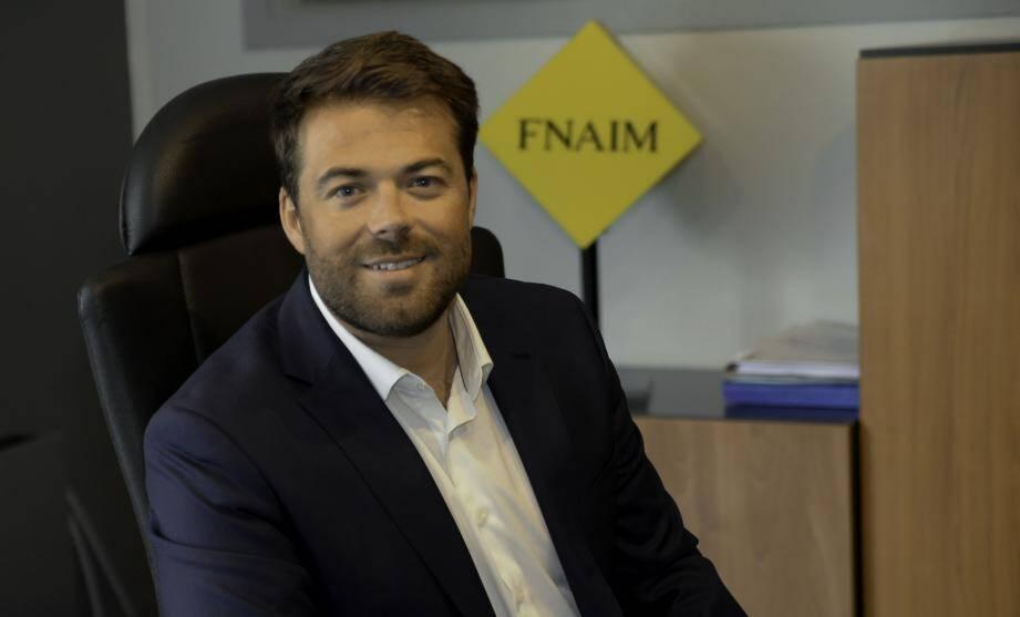 Porte-parole de la Fnaim auprès du gouvernement en tant que président délégué, Julien Savelli entend développer les partenariats avec les notaires, clarifier la profession d'agent immobilier et proposer un bail unique digital.