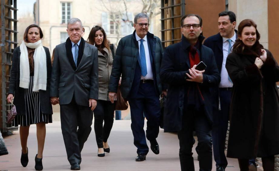 Le maire de Beausoleil Gérard Spinelli (à gauche) et sesavocats (au premier plan à droite) ainsi que les frères Marzocco (au second plan), les promoteur de la tour Odéon à Monaco.