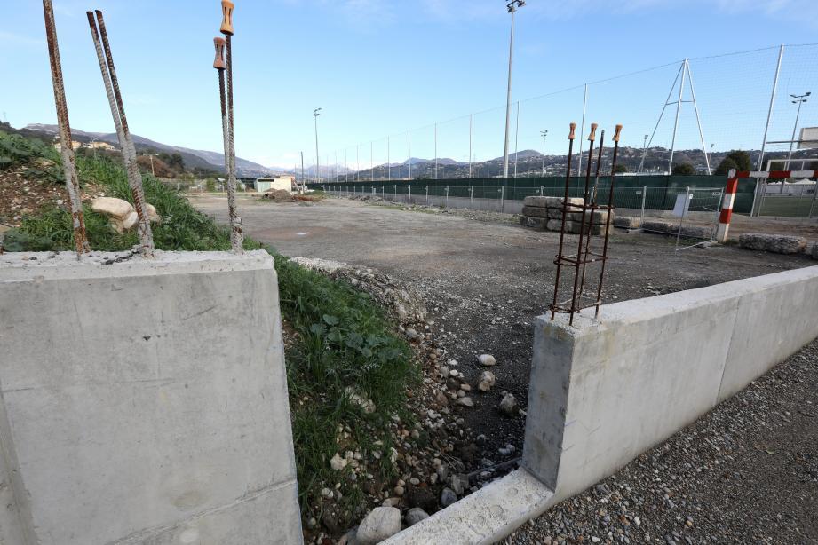 Une première pierre...puis plus rien! Depuis la pose de la première pierre le 16 janvier 2017, presque rien a bougé sur le terrain qui jouxte le stade des Iscles, allée des Agriculteurs.