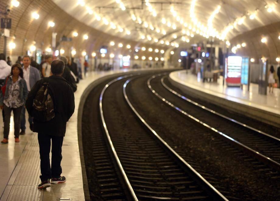L'homme à l'identité trouble déambulait dans la gare SNCF avec une lame de 8 centimètres de long en poche.