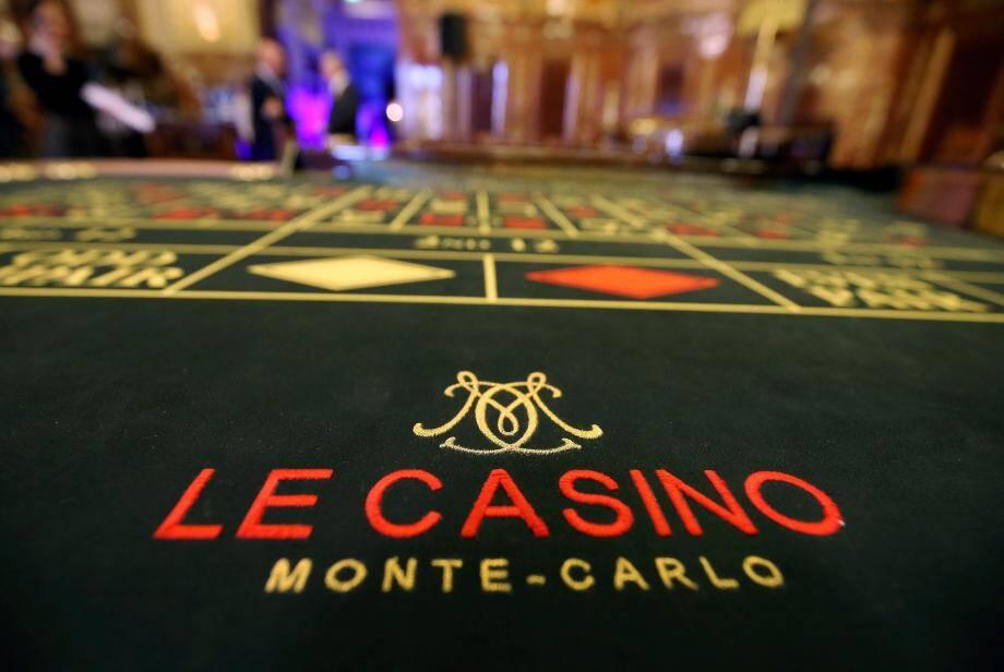 La salle de jeu du casino de Monte-Carlo.