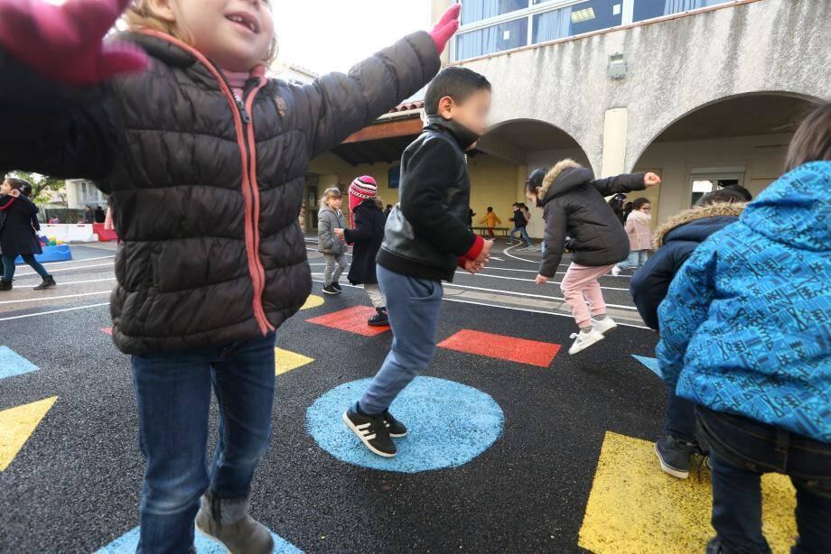 L'école maternelle Aulezy est classée « à surveiller» par le ministère de l'écologie mais le rapport rassure en précisant que le bon état de l'installation actuellement protège ses usagers des expositions aux pollutions potentielles ou avérées.