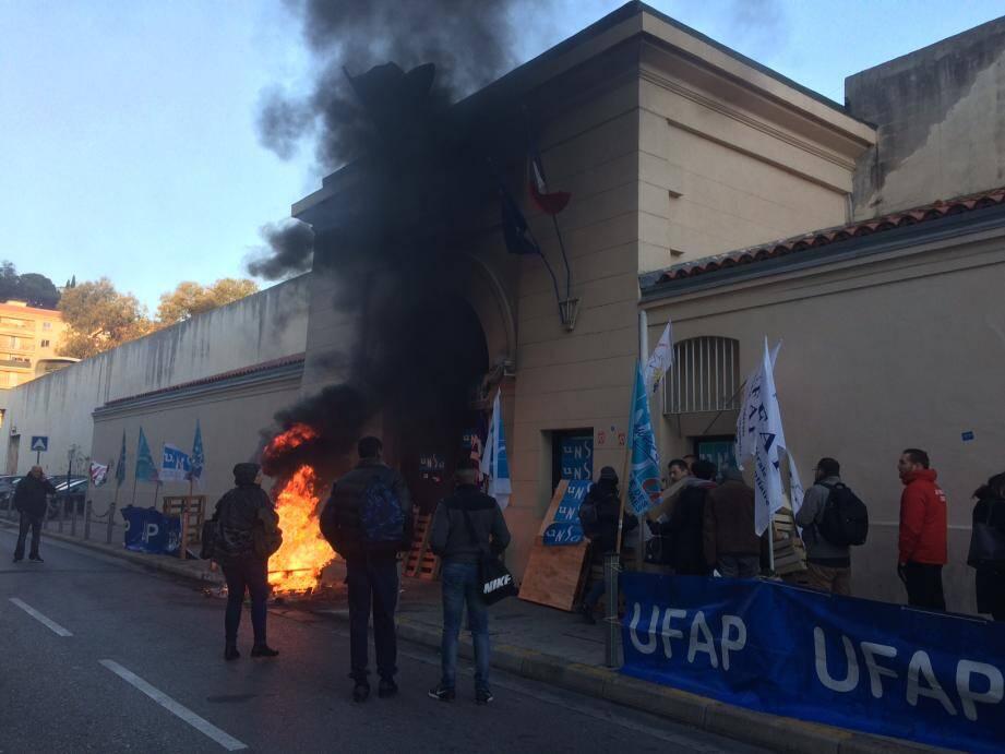 La prison de Nice a à nouveau été bloquée ce mardi matin.