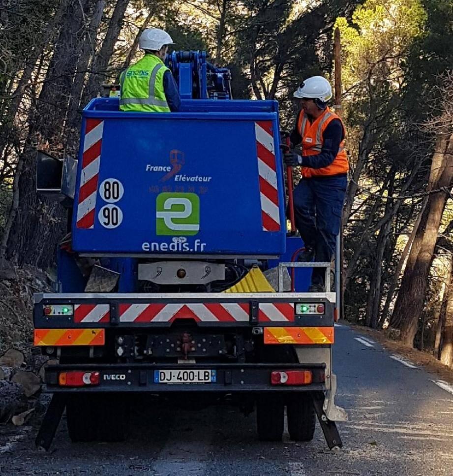 Les équipes d'Enedis ont travaillé sans relâches, toute la journée de dimanche pour rétablir au plus vite les 10000 foyers varois privés d'électricité.