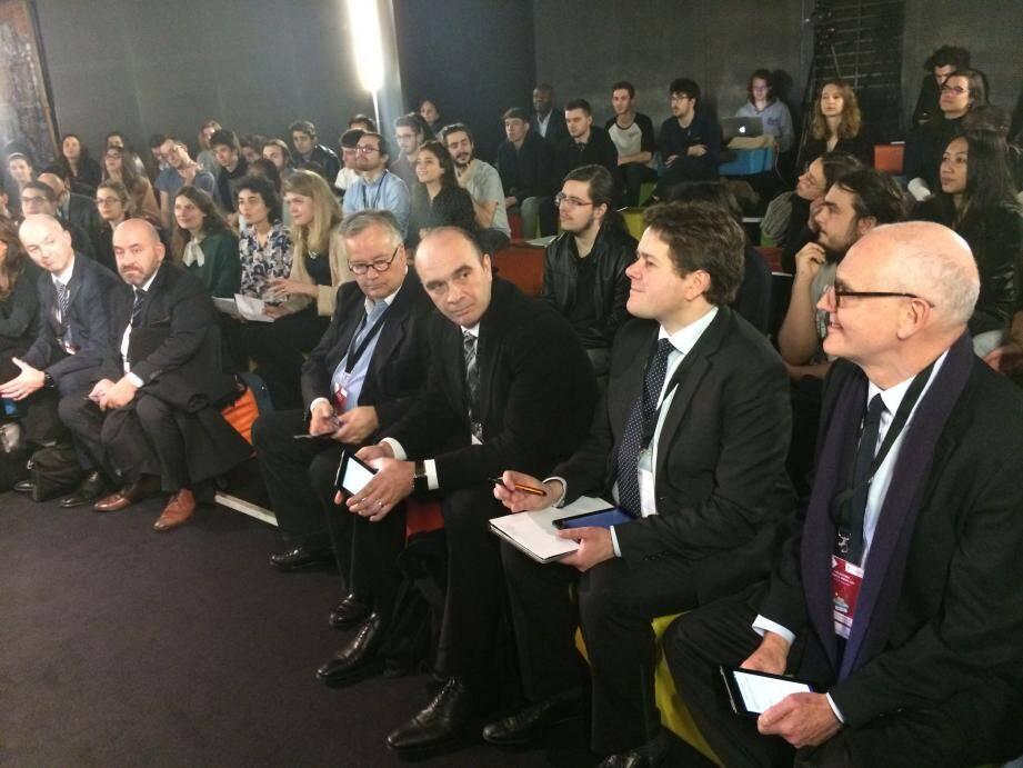Le jury a examiné les projets des étudiants à l'école 42 de Xavier Niel