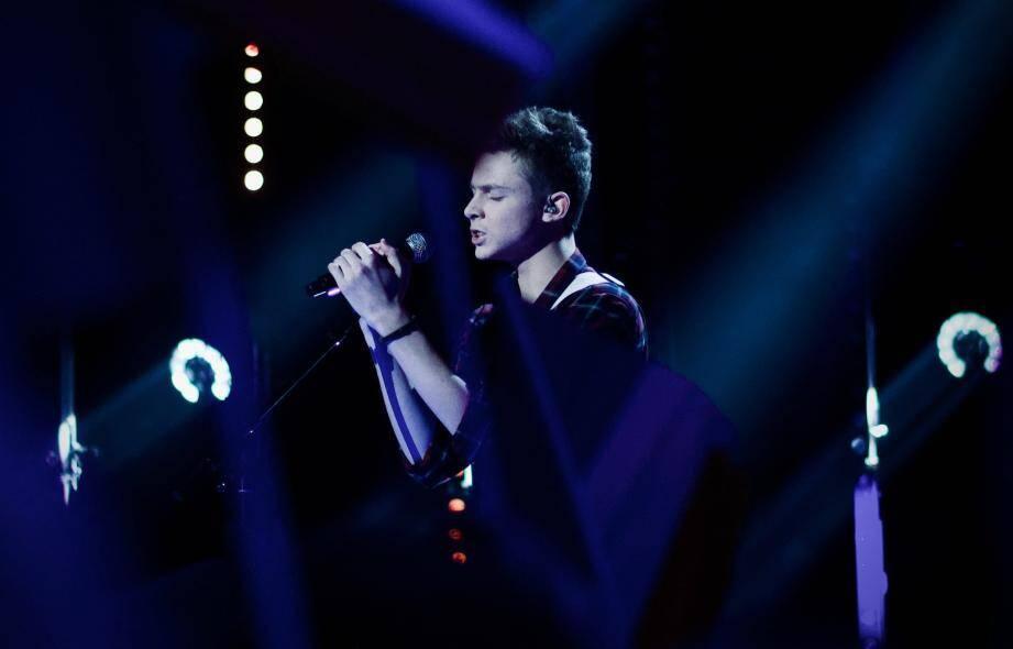 Le Grassois, cadet de la compétition, a interprété sa chanson Ailleurs, qu'il avait d'abord écrite en anglais.