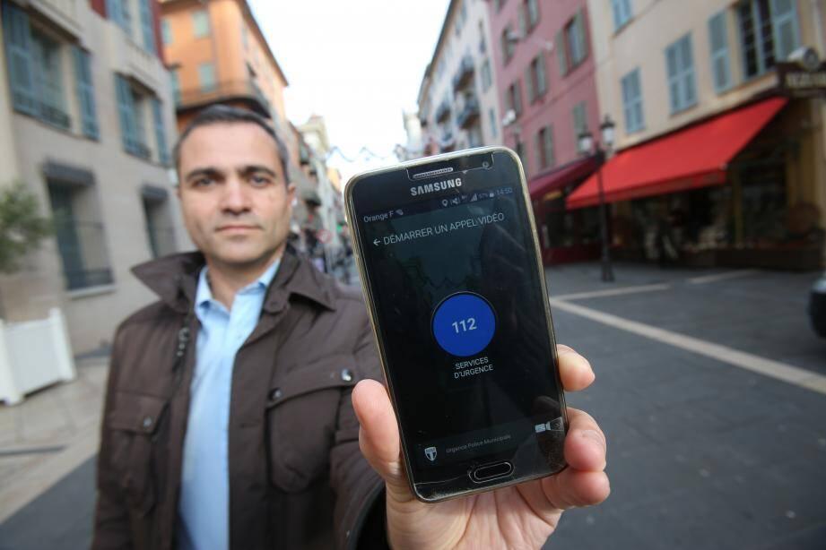 """L'application est présentée par la municipalité comme """"un FaceTime avec la police municipale"""""""