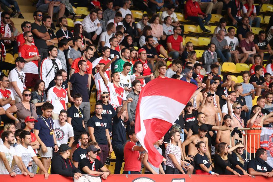 Les supporters Monégasque présents dans le stade Louis II.