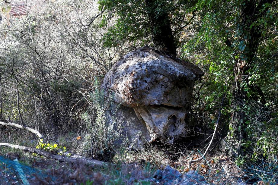Le gros rocher tombé le 30 décembre dernier.