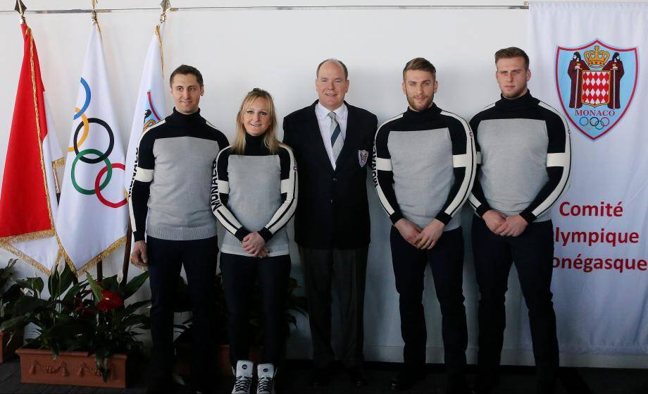 Les quatre athlètes monégasques en compagnie du Prince Albert II.