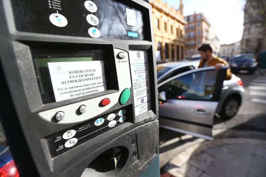 Reprogrammation des horodateurs de la ville de Nice et gratuité du stationnement jusqu'au 15 janvier 2017.