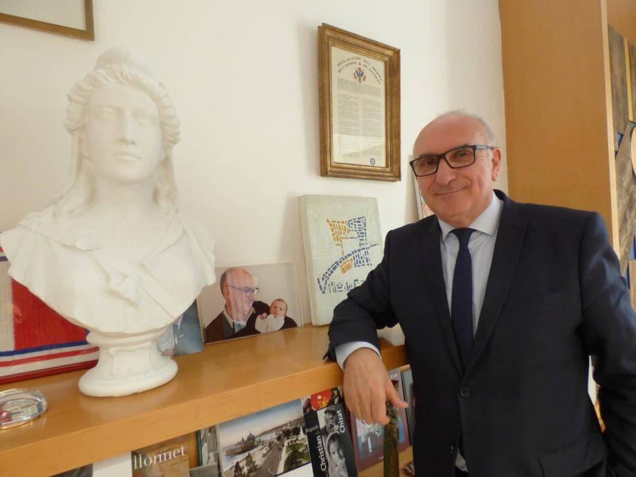 Charles Scibetta, maire de Carros.