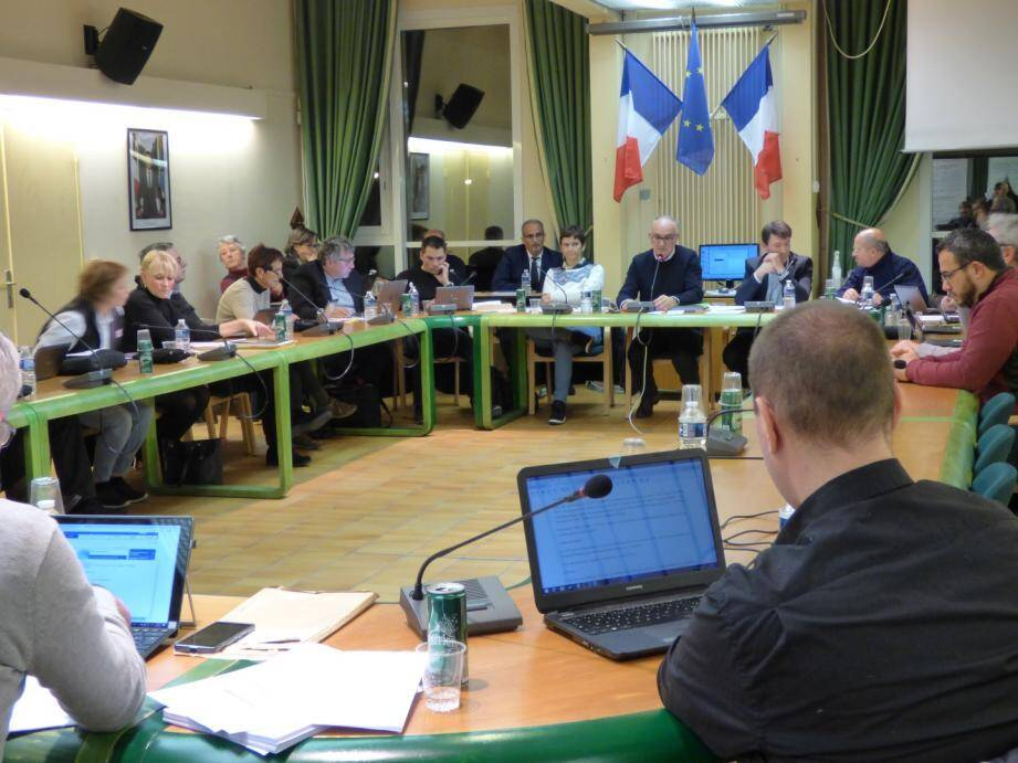 Les élus de Carros ont débattu sur les orientations budgétaires.